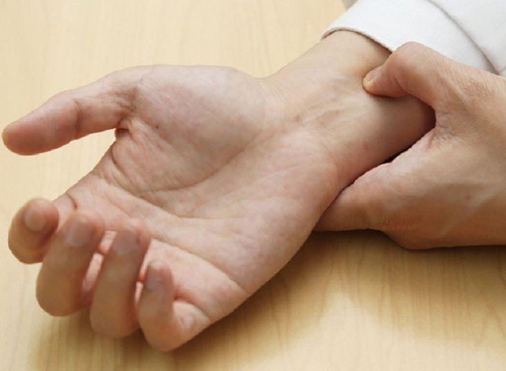 bấm cổ tay chống xuất tinh sớm
